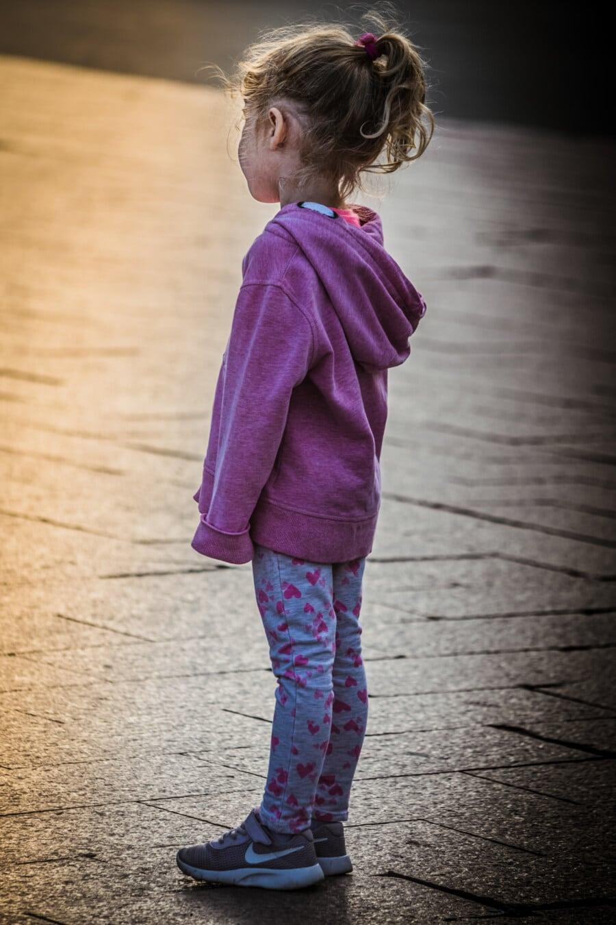 Schulkind, junge, stehende, Mädchen, Unschuld, Seitenansicht, Porträt, untergeordnete, Straße, niedlich