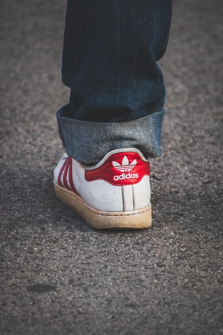 Adidas, Zeichen, alten Stil, Jahrgang, Turnschuhe, Klassiker, Denim, Hose, Jeans, dunkelblau