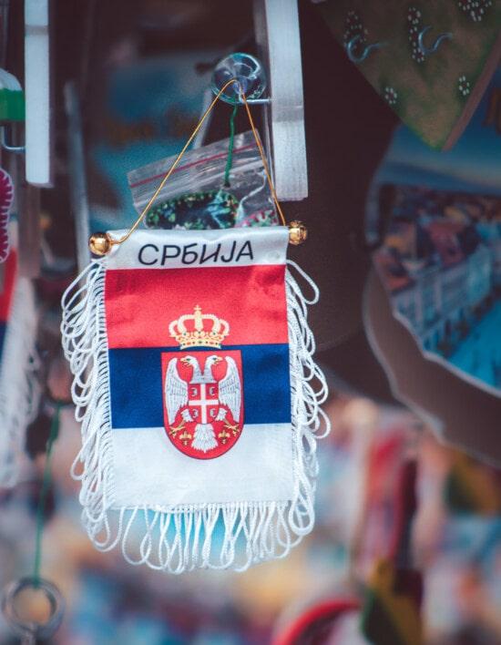 hängende, Serbien, Flagge, Erinnerungsstücke, Nostalgie, touristische Attraktion, Einkaufen, Straße, Markt, traditionelle