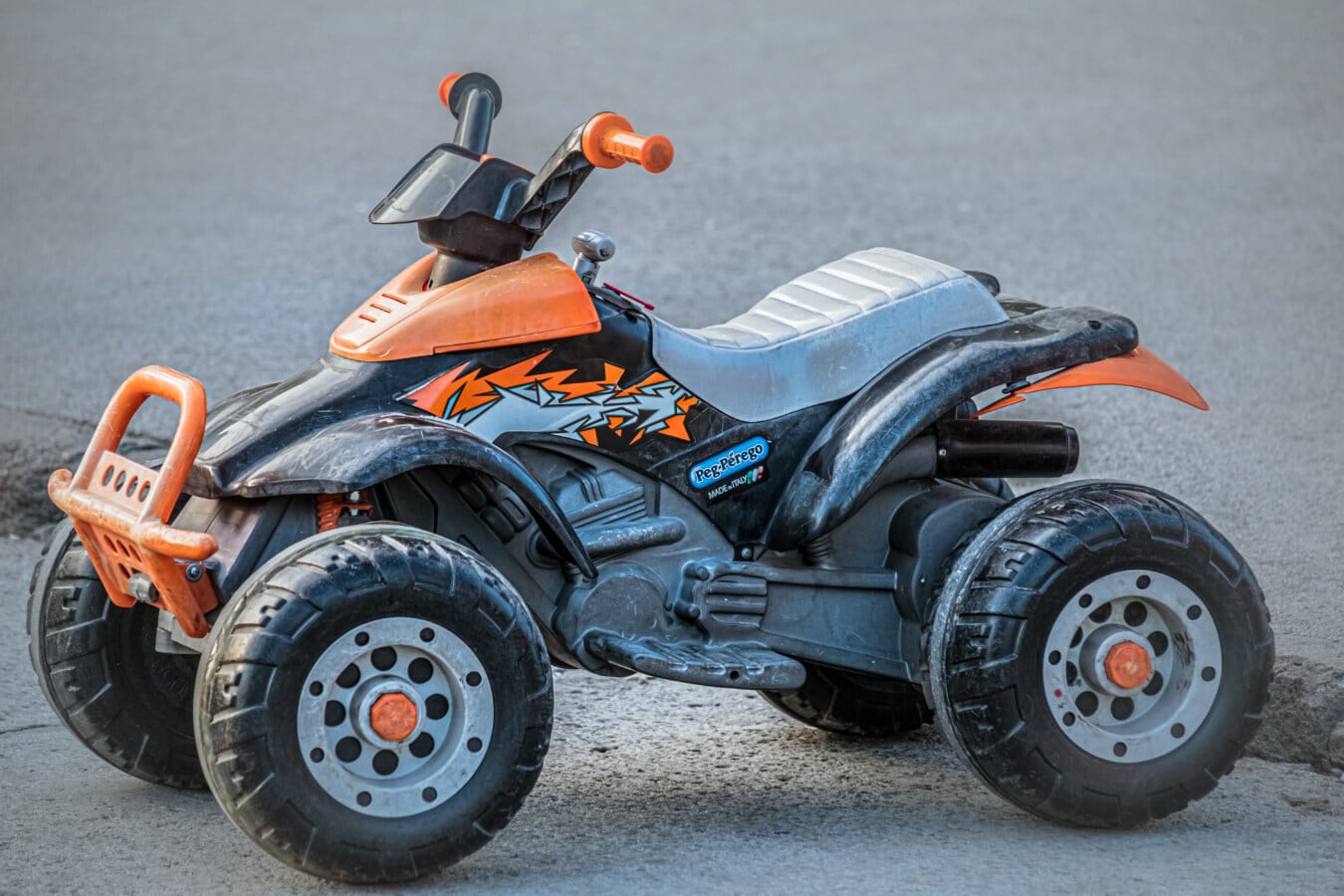 moto, plastique, jouet, couleurs, jaune orangé, miniature, objet, véhicule, moto, pneu