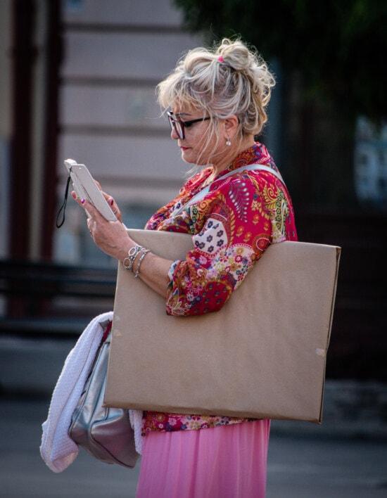 eyeglasses, businesswoman, handbag, mobile phone, person, woman, people, portrait, girl, leisure