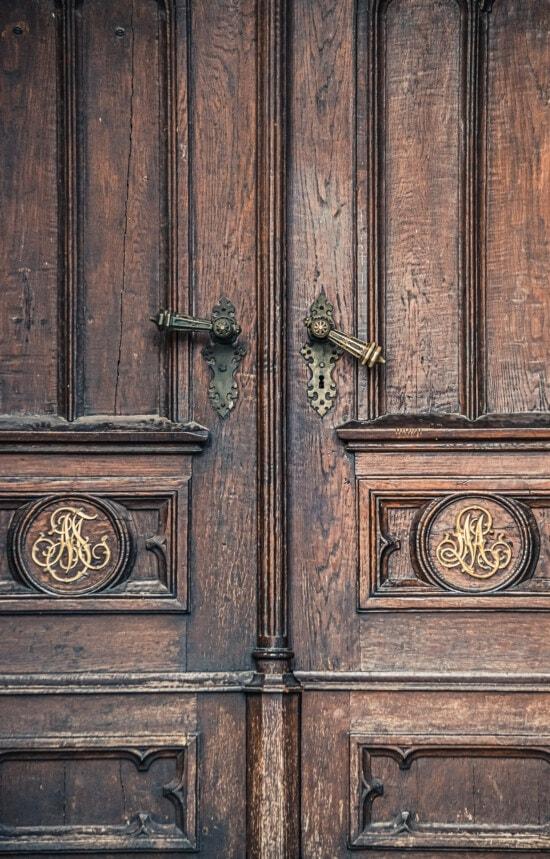 Handwerk, Barock, Tischlerei, handgefertigte, vor der Tür, Eingang, hellbraun, aus Holz, Eiche, Schnitzereien