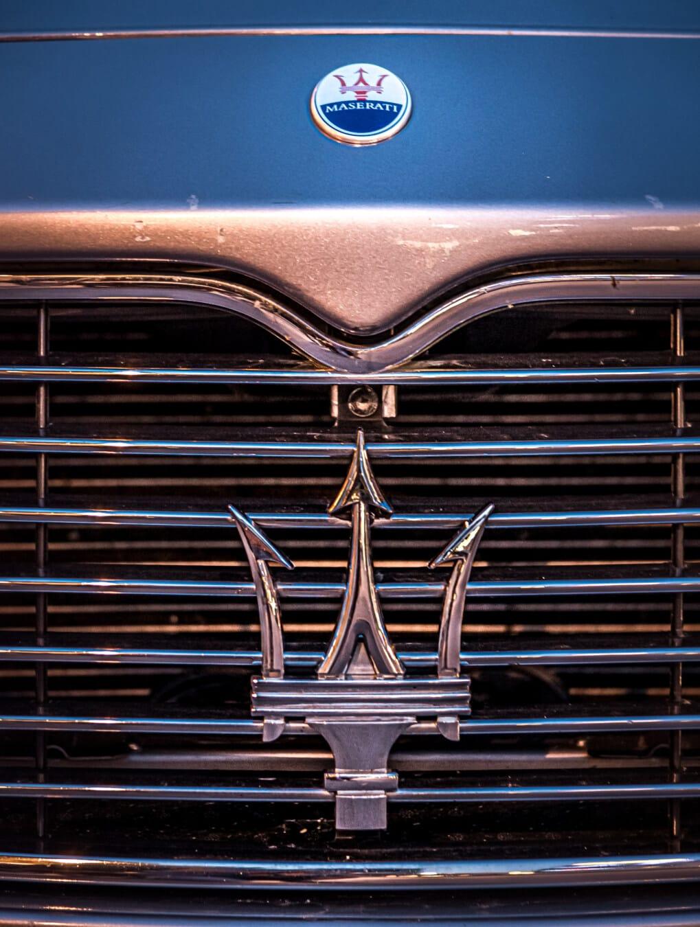 Maserati, teuer, Auto, Symbol, Zeichen, glänzend, Fackel, Reflexion, Chrom, Kühlergrill, Haube