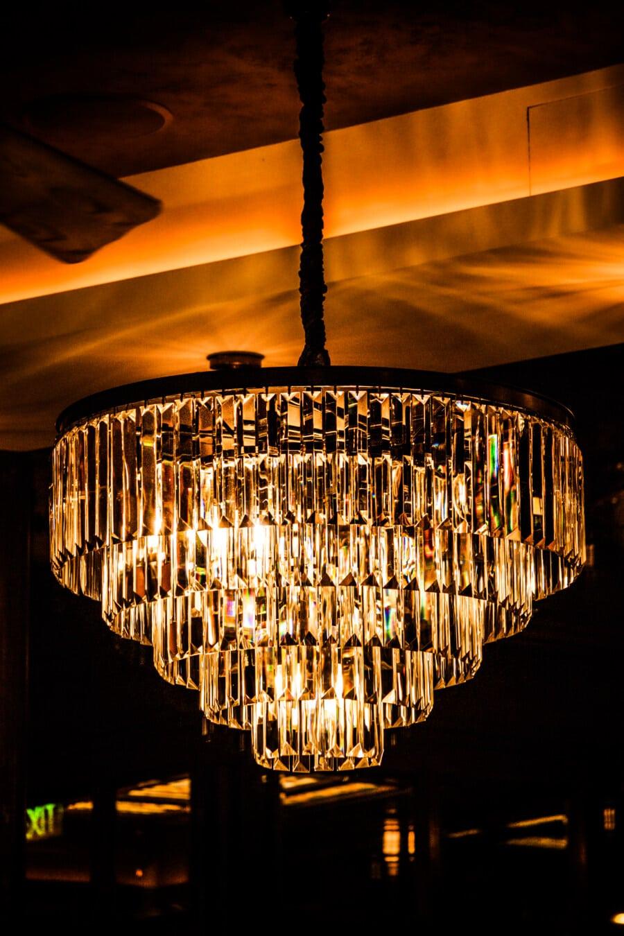 goldener Glanz, Luxus, Kronleuchter, Hotel, Innendekoration, glänzend, Lust auf, Licht, Reflexion, Dunkel