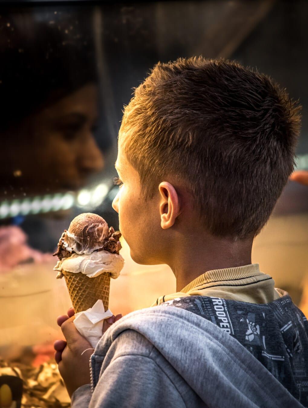 Junge, liebenswert, blonde Haare, Ice cream, Essen, Porträt, Essen, untergeordnete, Schokolade, Adoleszenz