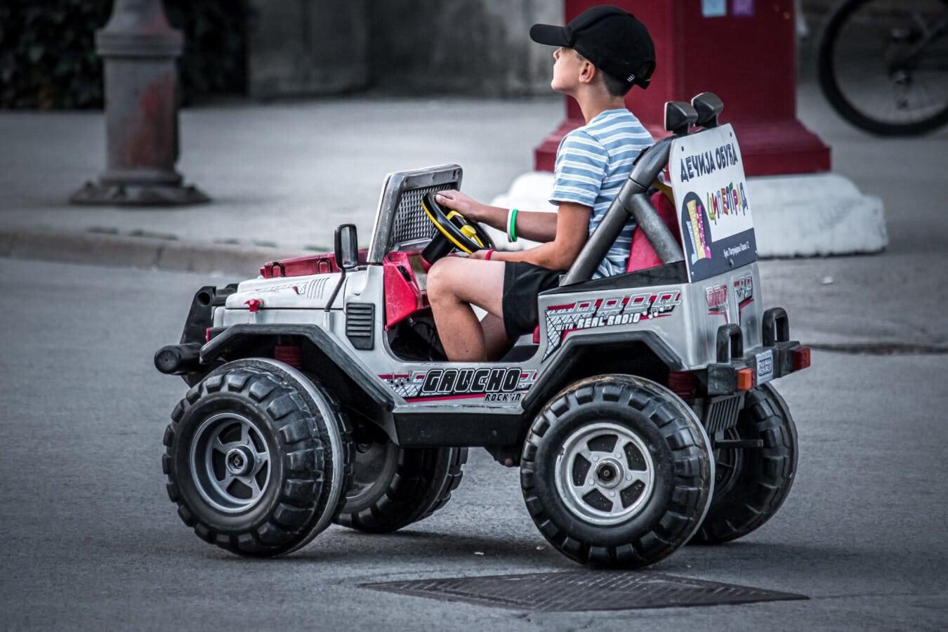 spielerische, spielen, Junge, fahren, Treiber, Spielzeug, Jeep, Straße, Fahrzeug, Rad