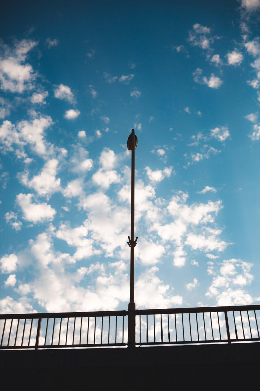 pôle, pont, lampe, ciel bleu, lumière, à l'extérieur, architecture, nuage, beau temps, brillant