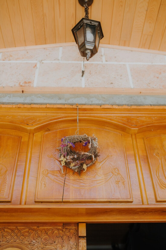 dry, round, bouquet, handmade, flowers, shape, front door, hanging, wall, old