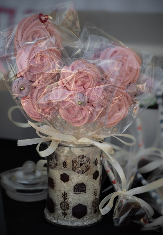 ขนมที่ติดกับปลายไม้, ทำด้วยมือ, แจกัน, ชีวิตยังคง, โรแมนติก, ดอกไม้, ตกแต่ง, โรแมนติก, ของขวัญ, สวยงาม