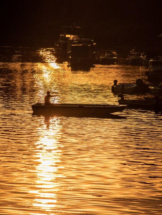 silueta, loď, podsvícení, západ slunce, Sluneční svit, Dawn, voda, rybář, reflexe, řeka