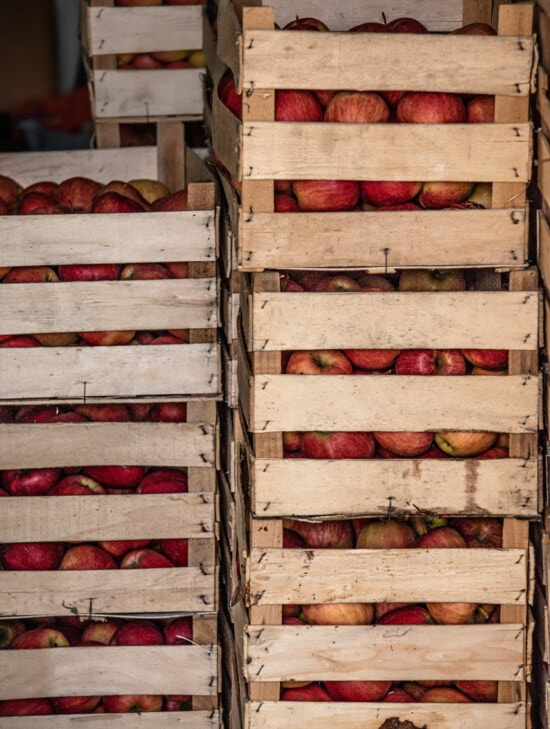 apples, reddish, wooden, boxes, products, merchandise, warehouse, storage, marketplace, container
