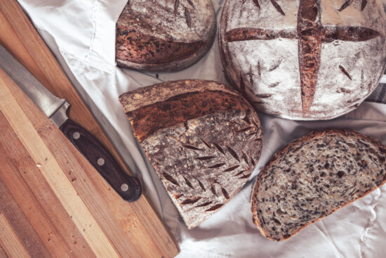 wholemeal bread, wholemeal flour, kitchen table, knife, diet, organic, healthy, antioxidant, food, bread