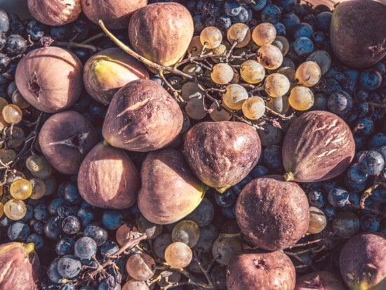 fig, ripe fruit, grapes, delicious, fruit, food, nature, market, nutrition, exotic