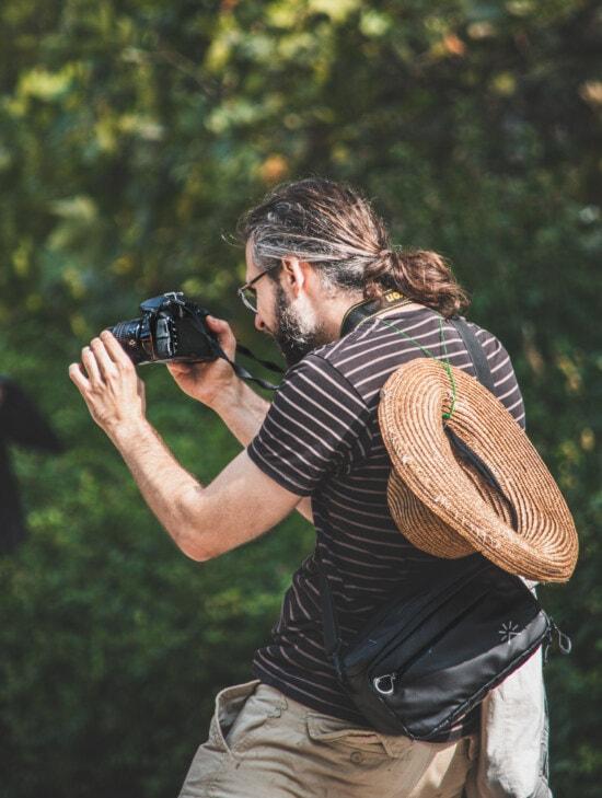 디지털 카메라, 사진 작가, 열정, 사진 작가, 남자, 야외에서, 레저, 재미, 세로, 공원