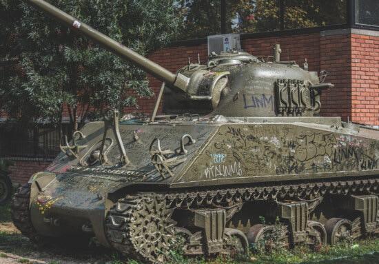 історичний, військовий танк, світової війни, старий, армія, покинуті, міському районі, гармата, гусенична машина, броня