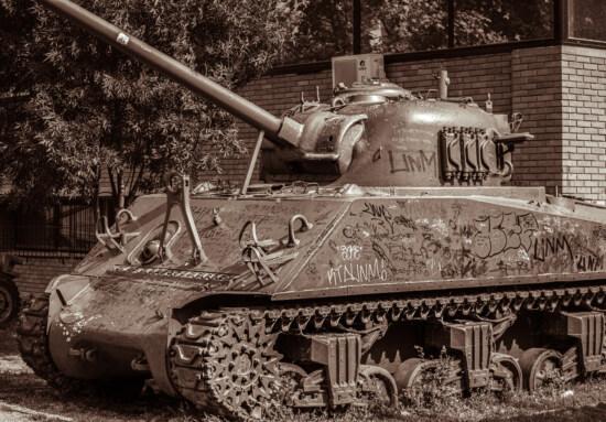 військовий танк, старомодний, світової війни, сепія, графіті, розпад, занедбані, гармата, військові, танк