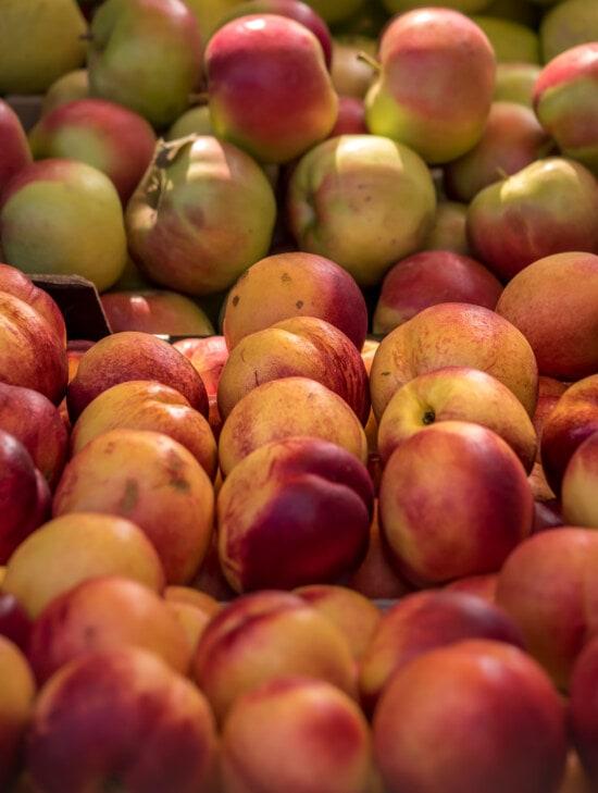 marketplace, nectarine, ripe fruit, fresh, food, fruit, market, peach, stall, apple