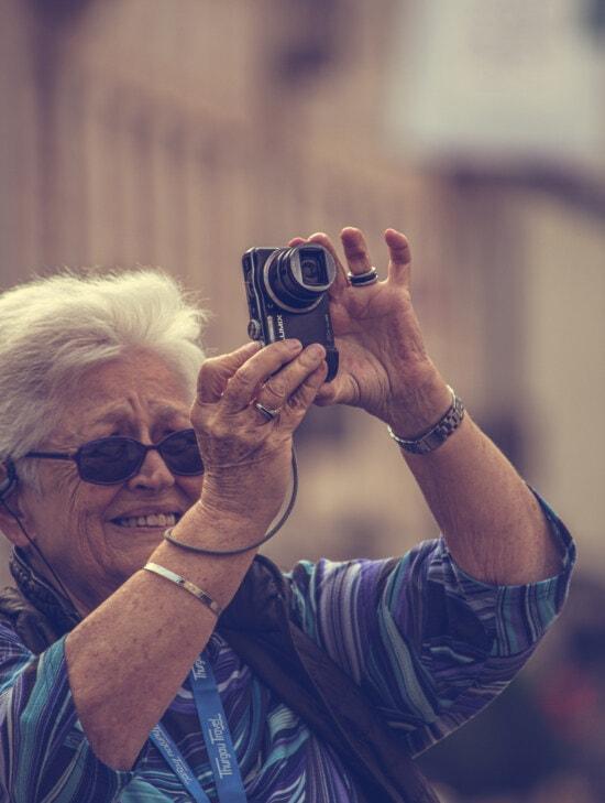 oude vrouw, oma, fotograaf, digitale camera, lens, zoom, portret, vrouw, apparaat, brillen