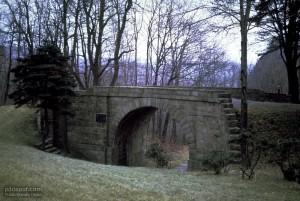 παλιά, πέτρινη γέφυρα