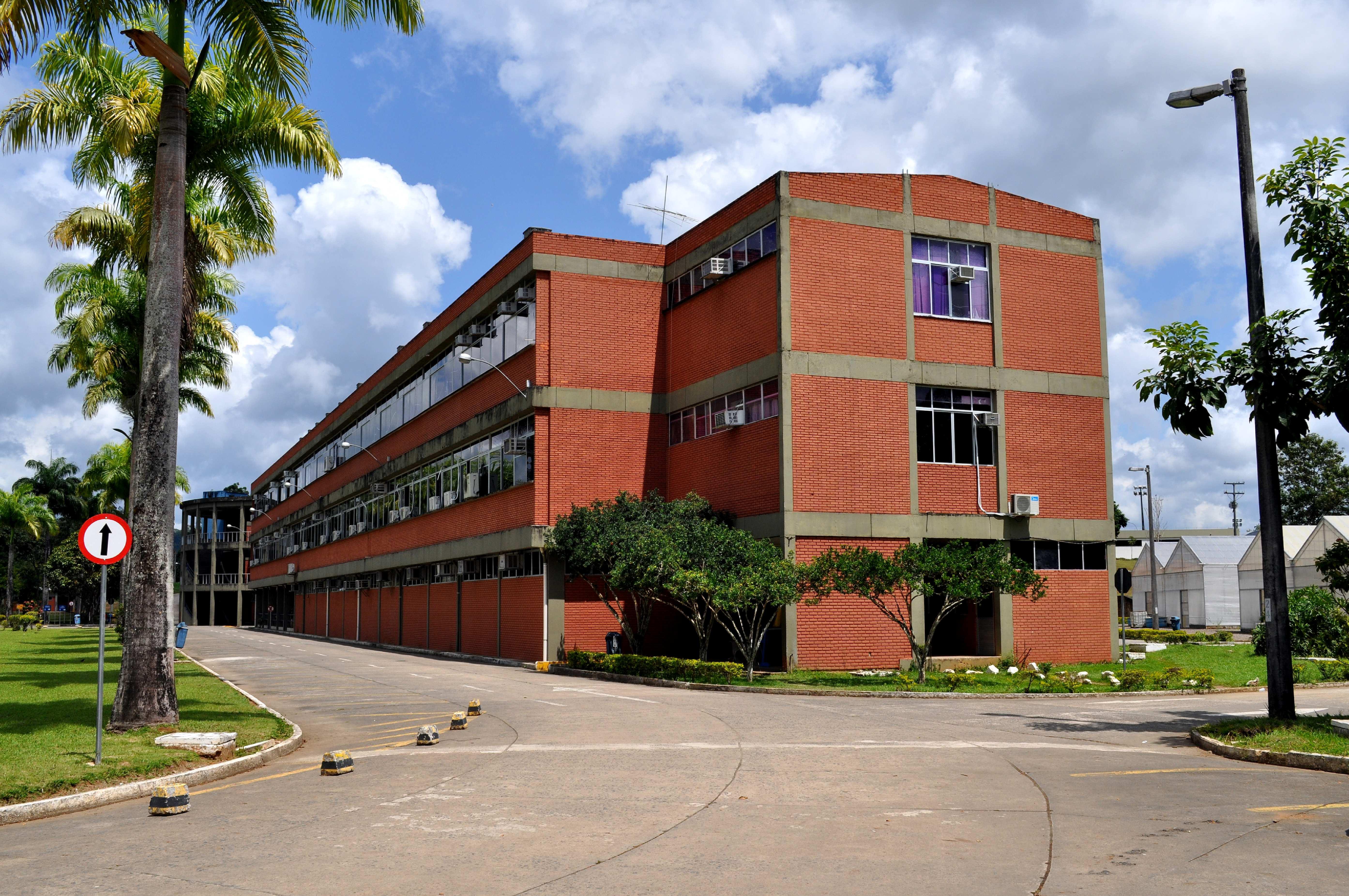 Free photograph; big, red, brick, building