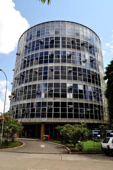 kör alakú épület, üveg
