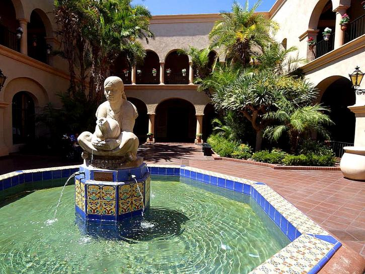 fountain, courtyard, house