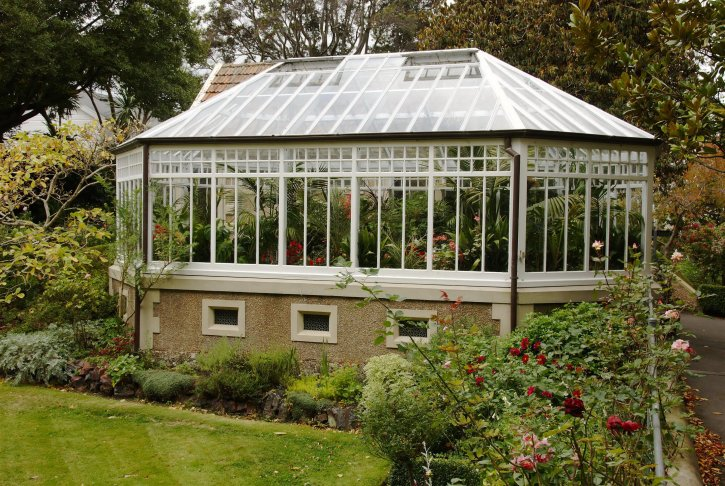 Free picture hothouse glass house for Picture of house