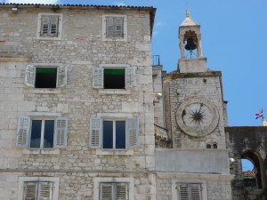 오래 된 벽, 해 시계