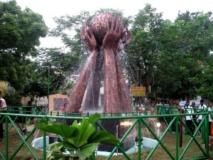 monument, Kataragama, symbolizes, remembrance, tsunami