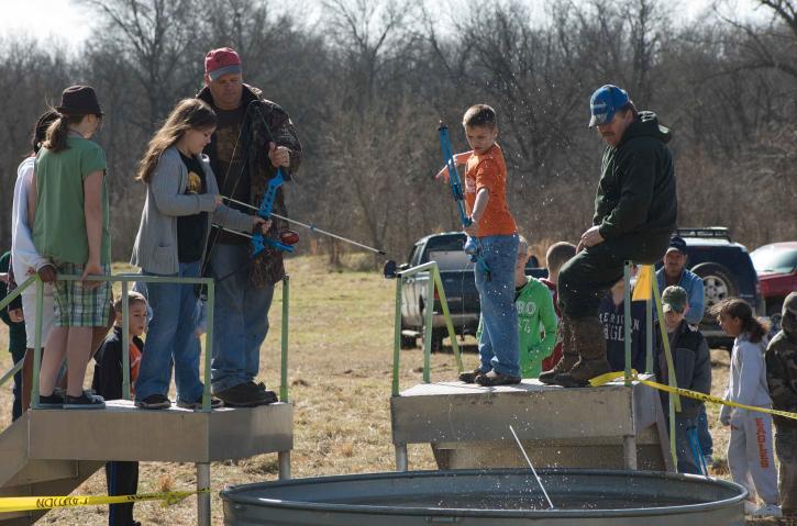 eventos, líder, ayuda, tiro con arco, los estudiantes, la práctica, las habilidades