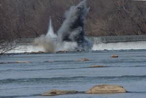 explosivos, destrucción, presa, río