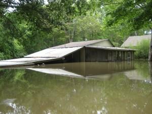 le logement, les installations, inondées