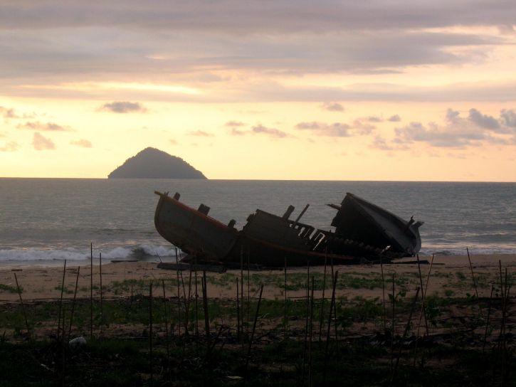 tsunami, les mathématiques, la Thaïlande, endommagé, bateau