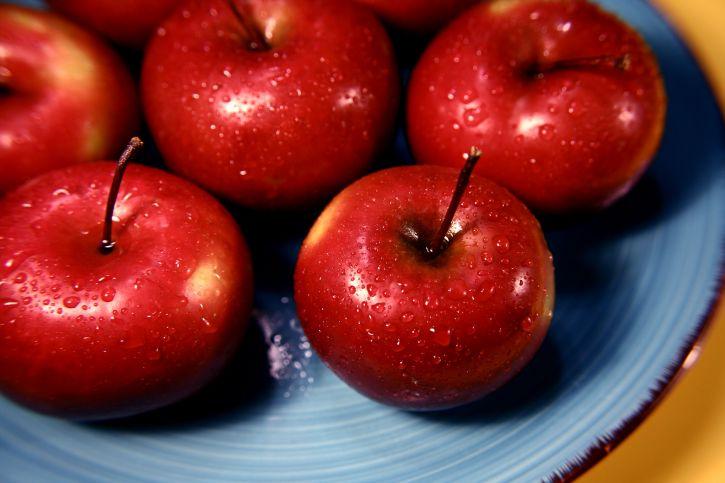 rome, la beauté, les pommes rouges