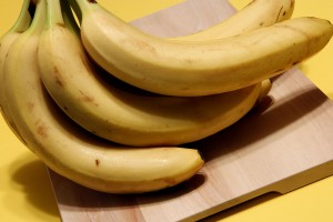 bunch, ripe, bananas set, kitchen, cutting, board