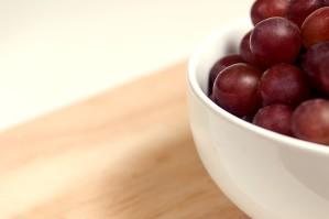 cerámica, tazón, llenado, manojo, rojo, sin semillas, uvas