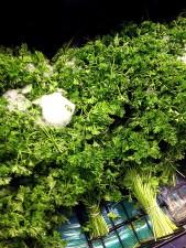 bouclés, le persil, Petroselinum, crispum, disposées, pile, nappes, groupements