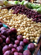 groupement, trois, différent, types, pommes de terre, affichage, marché