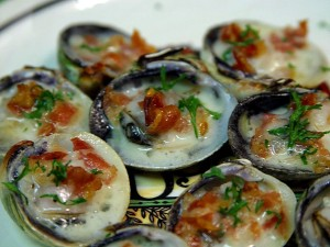 baked, clams, champagne, sauce, pancetta
