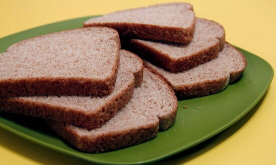 six, slices, wheat, bread, set, green, plate
