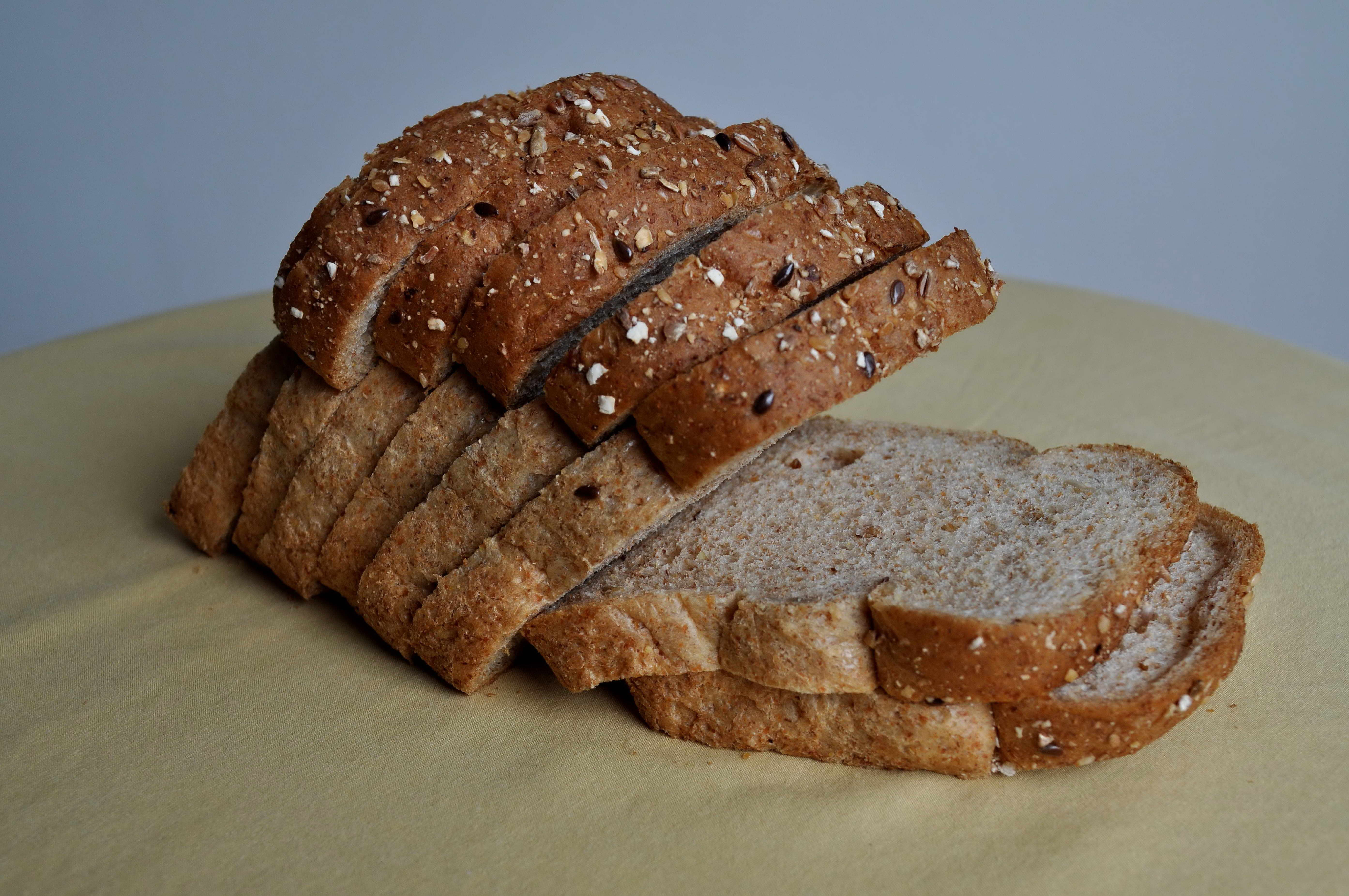 Free photograph; wholemeal, bread, table