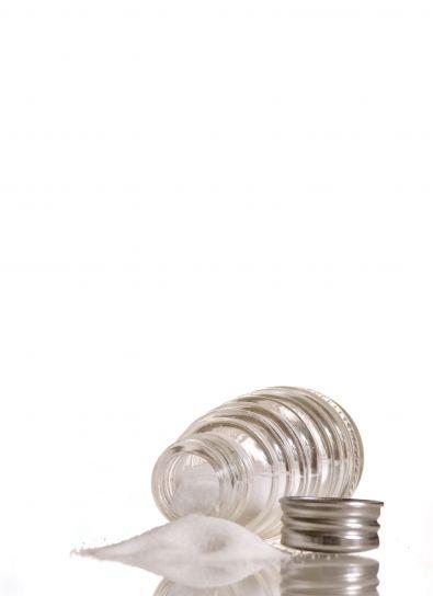 staklo, sol šejker, uncapped, položen, ispuštanje, sadržaj, sol