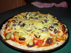 home, vegetarian, pizza, olives, capsicum