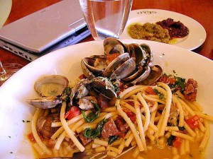 fruits de mer, des pâtes, des palourdes, de la nourriture