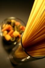 deux, verre, conteneurs, remplis, non cuits, les glucides, riche, pâtes