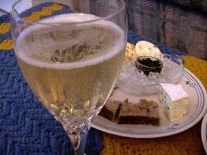 Brie, kavijar, patka, pašteta, šampanjac