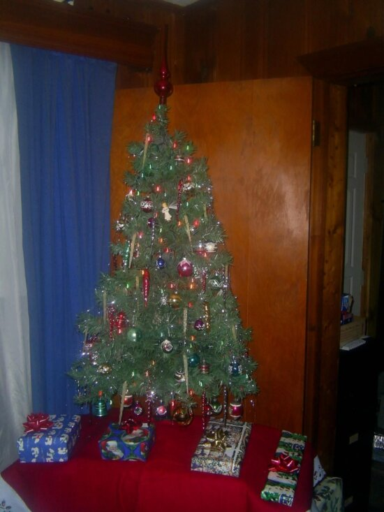 small, artificial, Christmas tree, presents