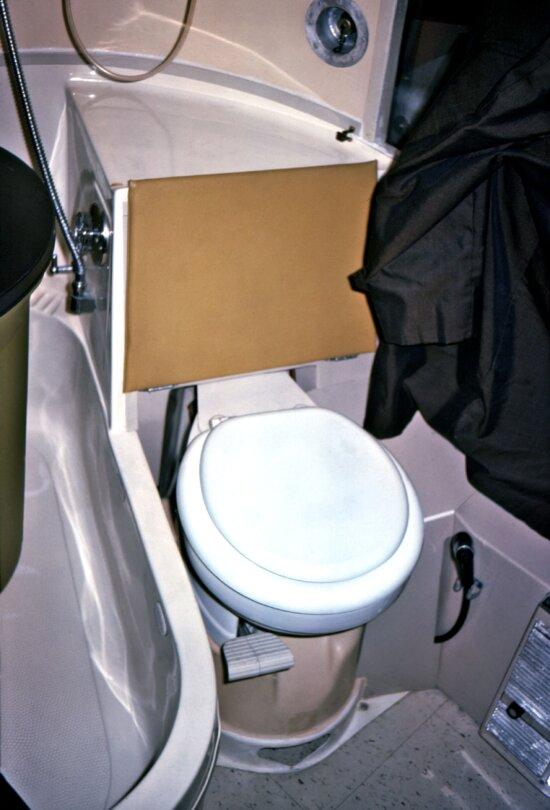 bathroom, toilet, mobile, quarantine, facility