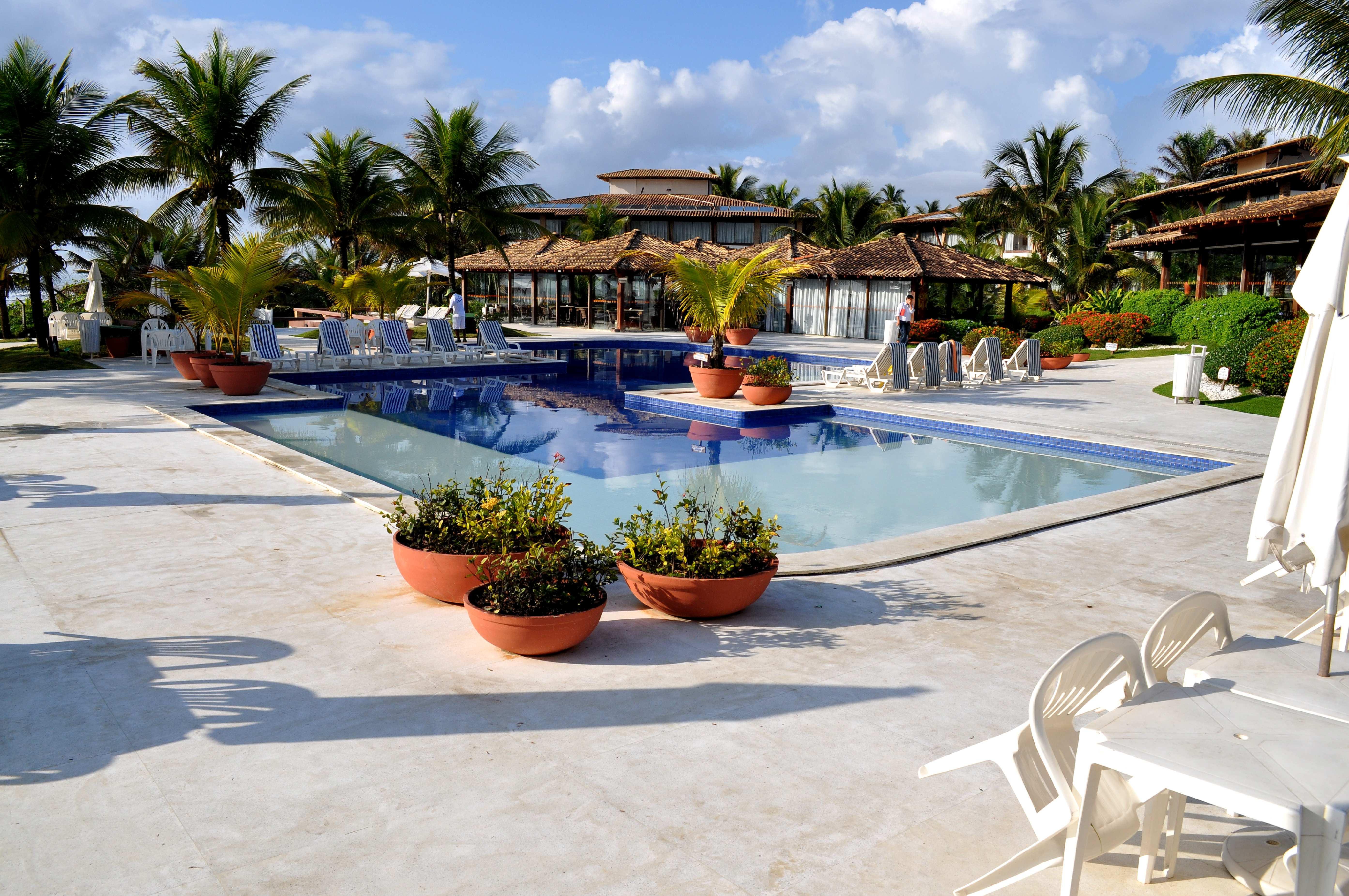 Free photograph; beautiful, luxury, home, swimming, pool, sunbeds
