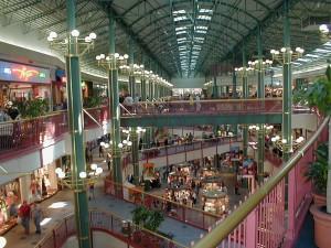 à l'intérieur de centre commercial, supermarché, les gens, salle